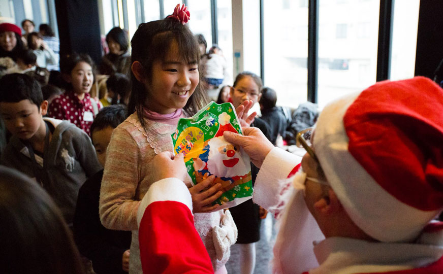 Kids having a great time at the IPE Academy Christmas party. Photo by Rebecca Dell: https://www.facebook.com/rebeccadellphotography